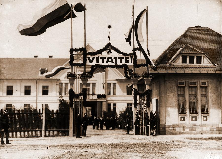 Otvorenie nemocnice - historická fotka